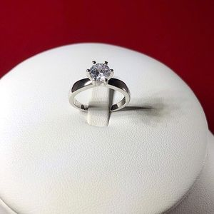Jewelry - Solitare Ring